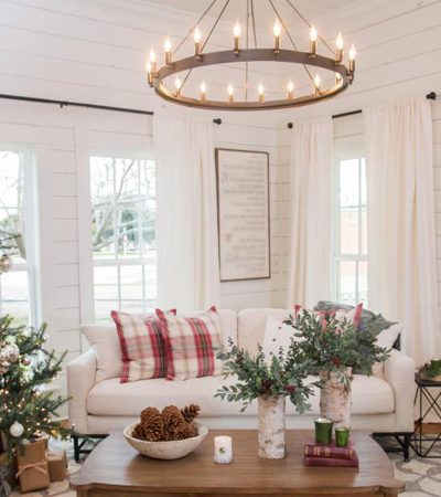 love this space! Find out where to buy Joanna's favorite Fixer Upper Christmas decor to create this same warm farmhouse Christmas feel in your home | www.theharperhouse.com