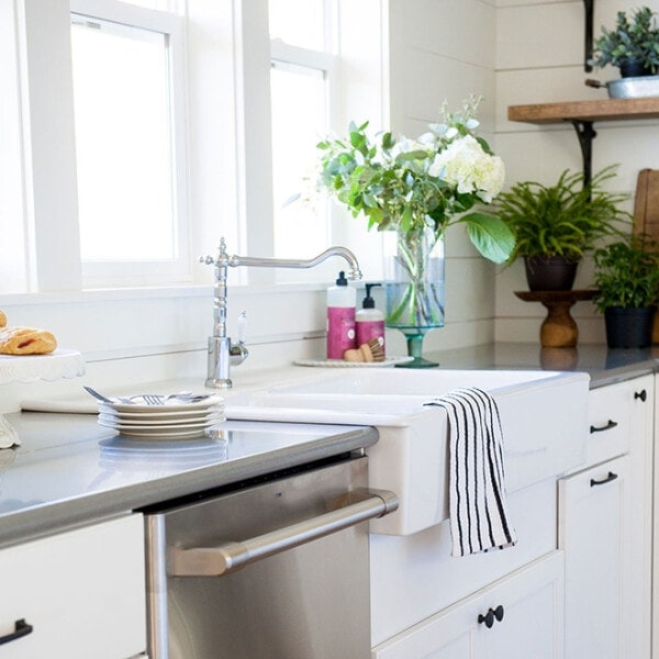 modern farmhouse kitchen reveal with sources | www.theharperhouse.com