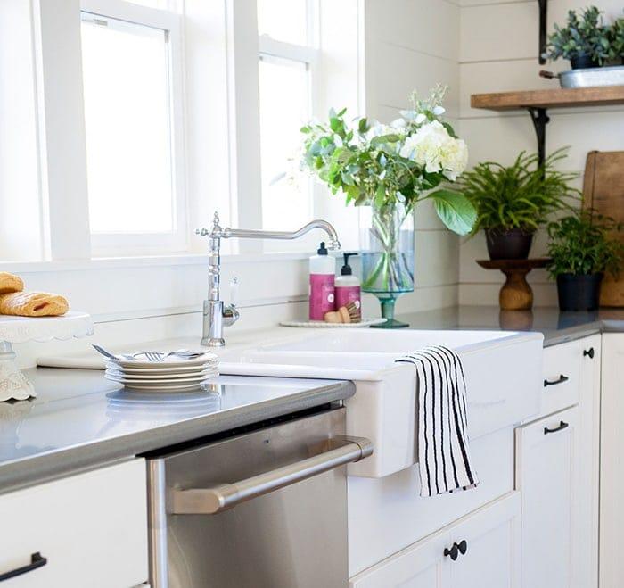 modern farmhouse kitchen reveal with sources | www.theharperhouse.com