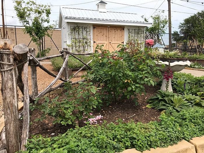 Our trip to the Magnolia Silos. Sharing cute outdoor gardening ideas I found at Magnolia Market. Raised beds, vegetable gardening ideas, outdoor flower garden, organic gardening, Fixer Upper