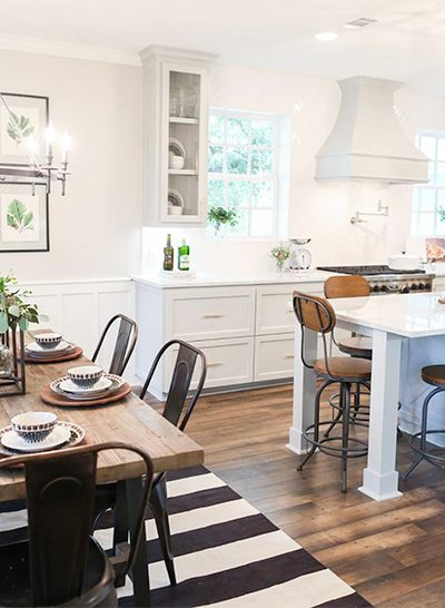 Here's some great ideas on just HOW to display farmhouse style botanical prints. And a great roundup of where to find them! Fixer Upper, Free Printables, Botanical Art