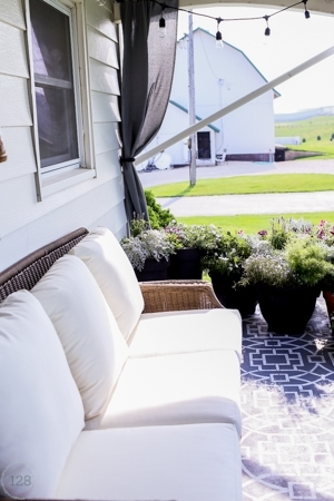Farmhouse Style Outdoor Living | The Harper House on Farmhouse Outdoor Living Space id=22604