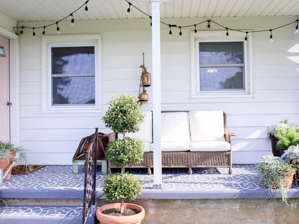how to create a farmhouse style outdoor living space