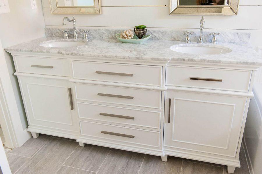this vanity was purchased on Amazon! wha?? bathroom vanity ideas | double sink vanities | bathroom renovation | bathroom remodel | farmhouse bathroom | master bath remodel